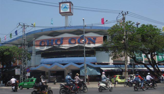 Bạn có thể mua nhiều món quà ở Chợ Cồn Đà Nẵng