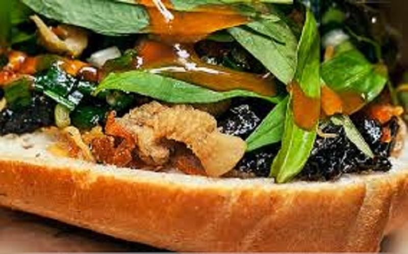 Bánh mỳ nướng lu ở Quy Nhơn khiến bạn phát nghiền