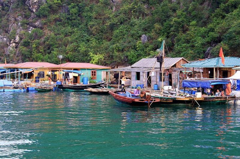 Làng chài Cửa Vạn với những nét văn hóa truyềnthống của ngư dân Việt Nam
