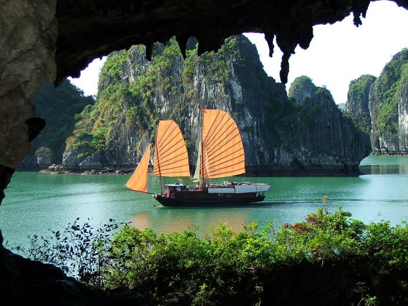 Hang Trinh Nữ với câu chuyện tình lãng mạn