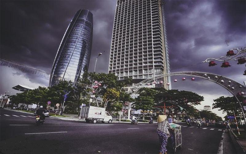 Trời đất trở nên xám xịt vào những ngày mưa tại Đà Nẵng
