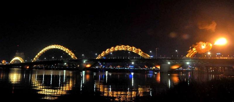 Chiêm ngưỡng Cầu Rồng phun lửa tại Đà Nẵng