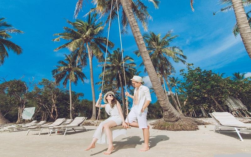 Chụp ảnh cùng chiếc xích đu trên trên dừa ở khu Paradiso, Phú Quốc