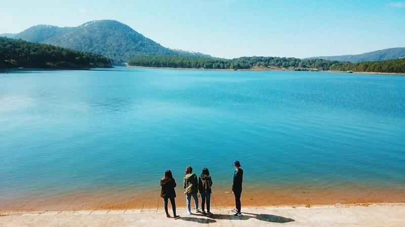 Hồ Tuyền Lâmđem lại cho du khách những khoảnh khắc bình yên vàlãng mạn
