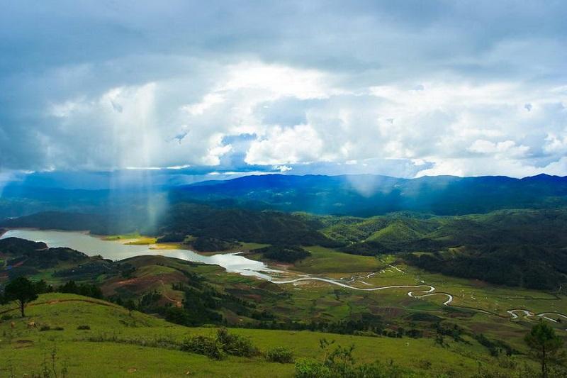Ðịa hình của Lang Biang rất thích hợp cho kiểu du lịch dã ngoại