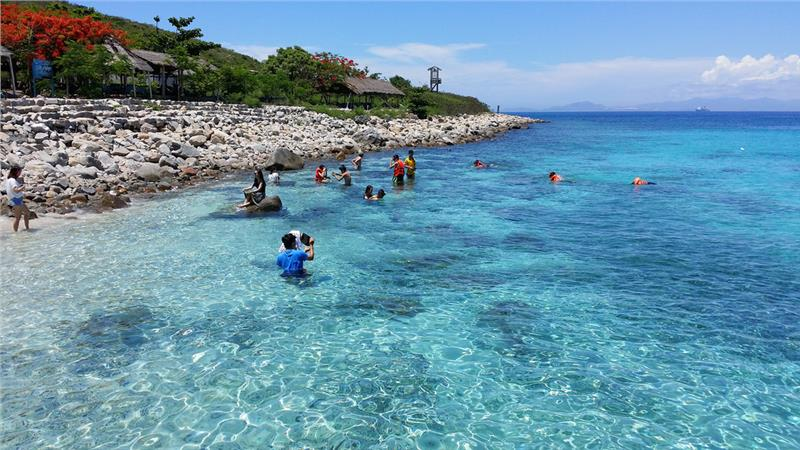 Đảo Hòn Mun trong xanh