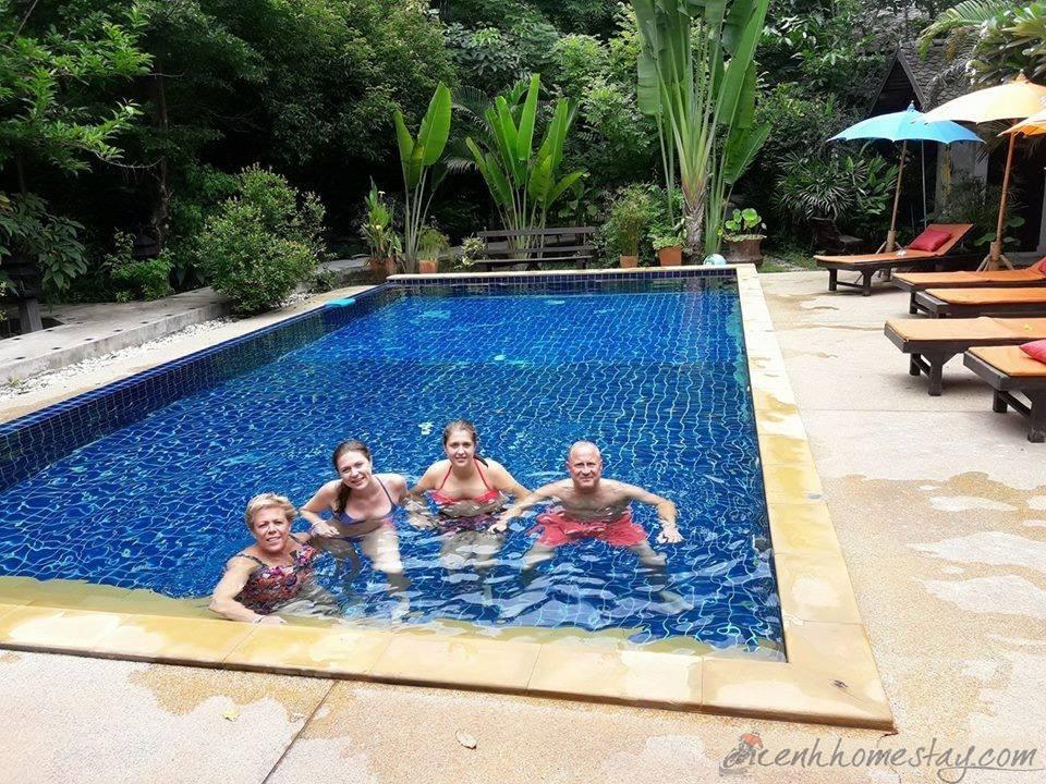 Bể bơi thiên nhiên giúp du khách thỏa sức nghỉ dưỡng
