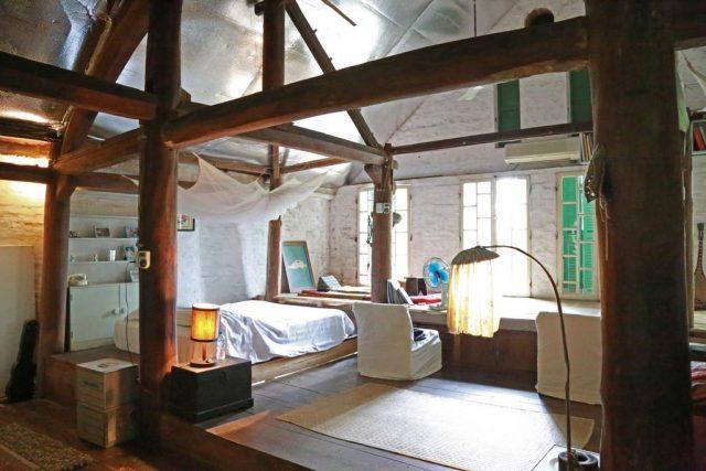 Thai Aritist Stilt House
