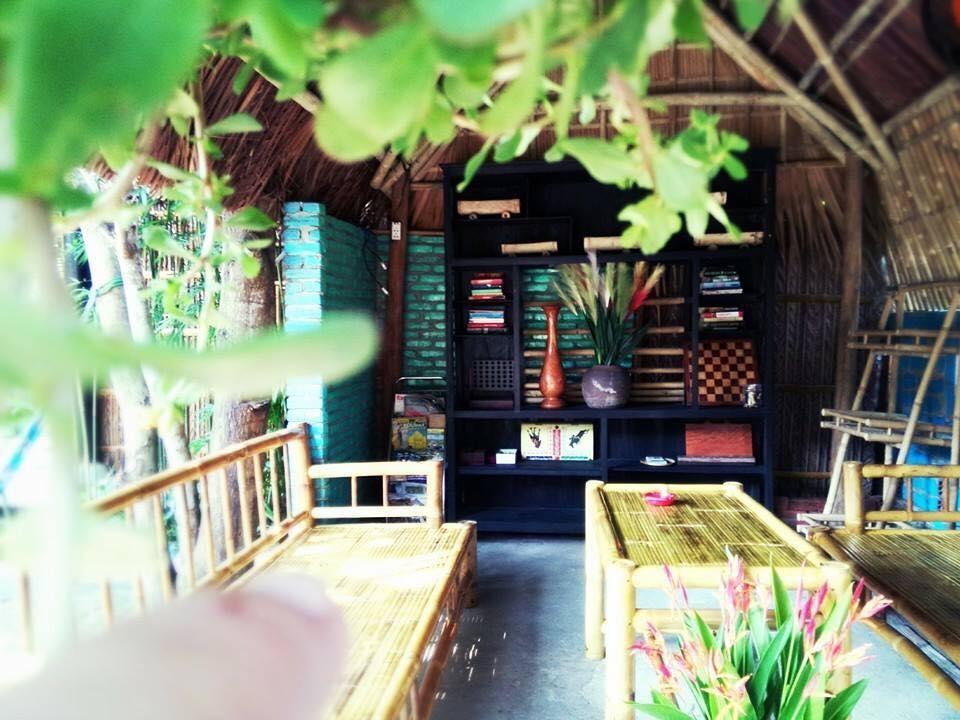 Ngắm lại không gian chung tại Under the coconut tree Hoi An homestay
